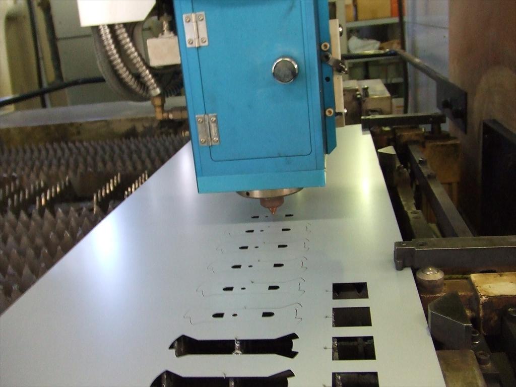 高精度レーザー加工機